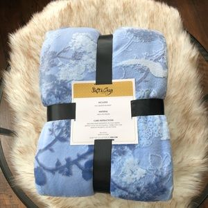 Soft &Cozy Full/Queen Blanket in Blue